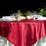 Tovagliato a noleggio per ristorante bordeaux luxor con base chiara