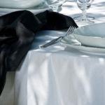 Tovagliato a noleggio per ristorante bianco cannetè con base scura